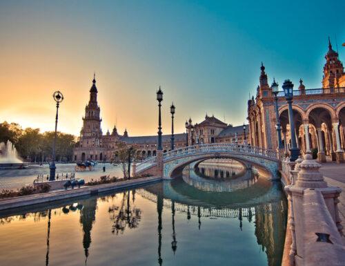 Siviglia è la città che tutti dovrebbero visitare. Ecco alcune cose da non perdersi nella città spagnola