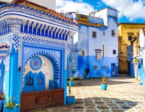 """Chefchaouen, il paesino noto come la """"Perla Blu"""" del Marocco"""
