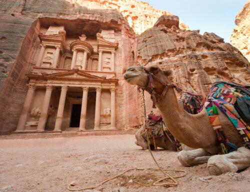 Alla scoperta di Petra, la città rosa scolpita nella roccia
