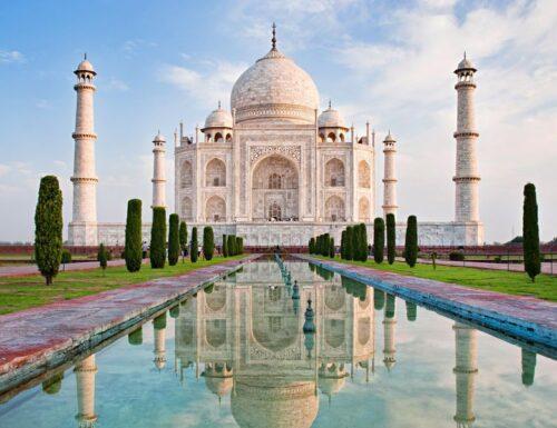 Il Taj Mahal in India: «una lacrima di marmo, ferma sulla guancia del tempo»