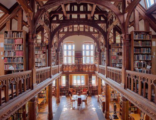 Dormire tra 250.000 libri: alla Biblioteca di Gladstone si può